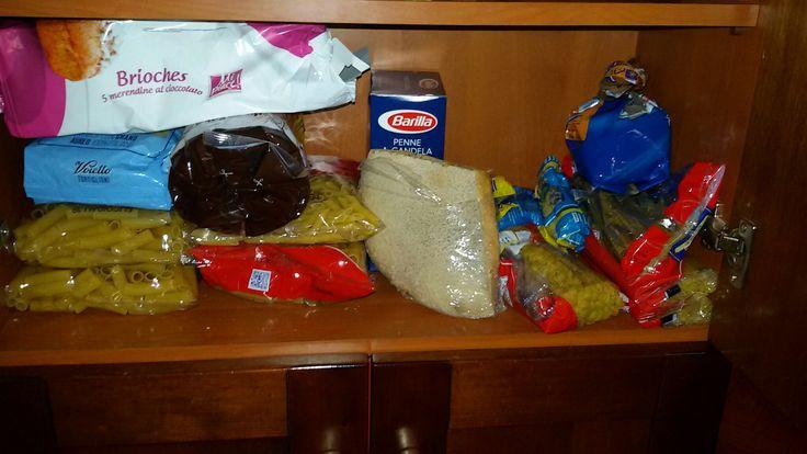 Nel mio scaffale non possono mancare pasta,pane e merendine per i miei figli.