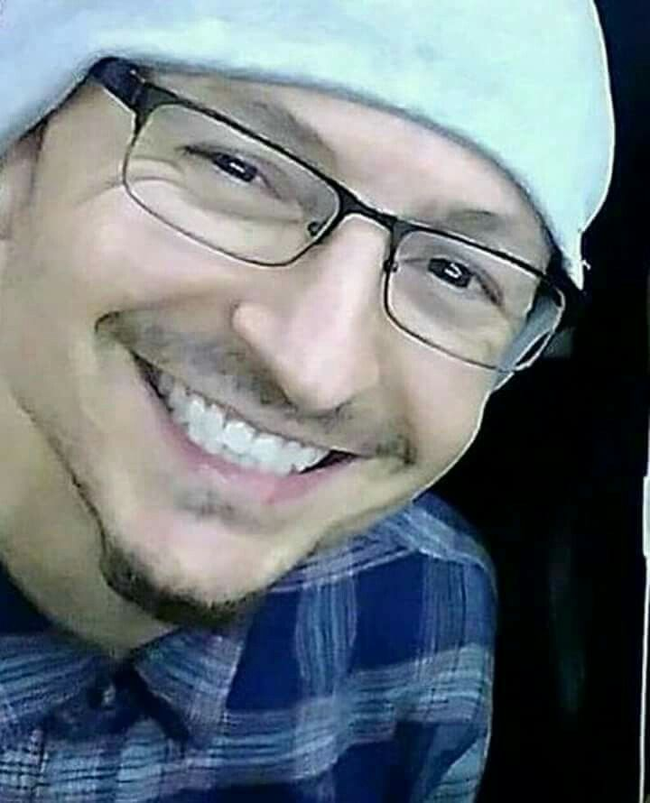 Chester's beautiful smile RIP such a tragic loss to the rock world... say hello to heaven and to Chris