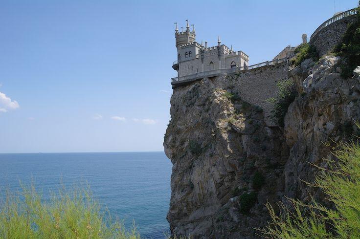 Ласточкино гнездо - визитка Южного Берега Крыма. Откуда такое название?  Почему именно такое архитектурное решение? Кто и для кого строил? Об этом на нашей экскурсии. #экскурсия по #ялте
