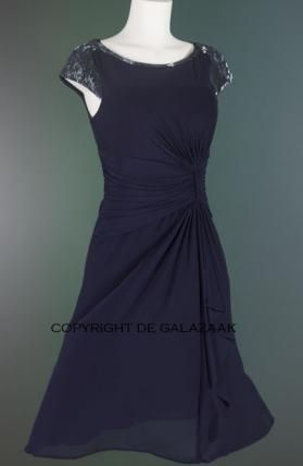 chique cocktailjurk met draperie navy 0801