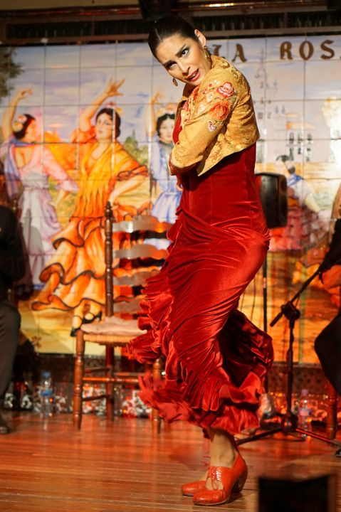 The best places to see flamenco in Madrid. Check out my list of top flamenco shows, flamenco bars, and flamenco tours in Madrid!
