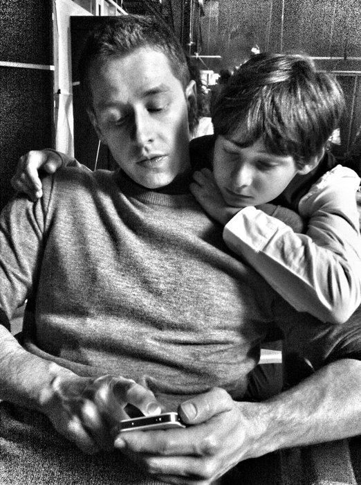 Josh Dallas and Jared Gilmore on the set of OUAT. Don't they look adorable? More father-son, than grandfather-grandson, but hey, still cute. :)
