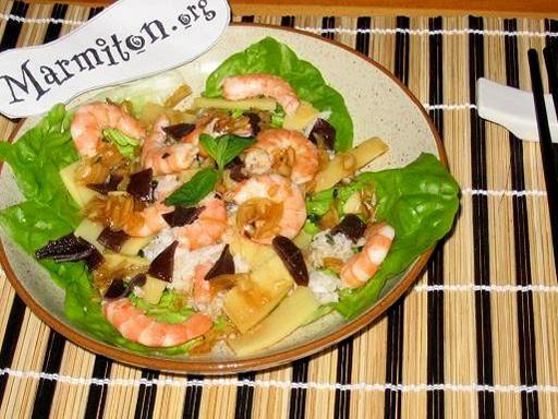 sauce soja, pousse de bambou, crabe, huile, sucre en poudre, champignon noir, oignon, vinaigre de cidre, crevette rose, laitue, menthe