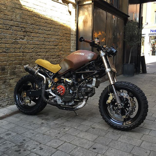 Cleanest Ducati engine we've seen in a while. Rusty tank virtue of a salt'n'vinegar dressing. Looks the dogs danglies in our Bike Shed street parking.  #Ducati #Monster #Raw