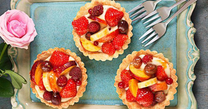 Här hittar du massor av recept på enkla och lyxiga efterrätter för både vardag och fest med choklad, frukt, bär, glass och mycket annat. Varför inte baka en god paj? Vi bjuder på massor av tips och inspiration på goda desserter.
