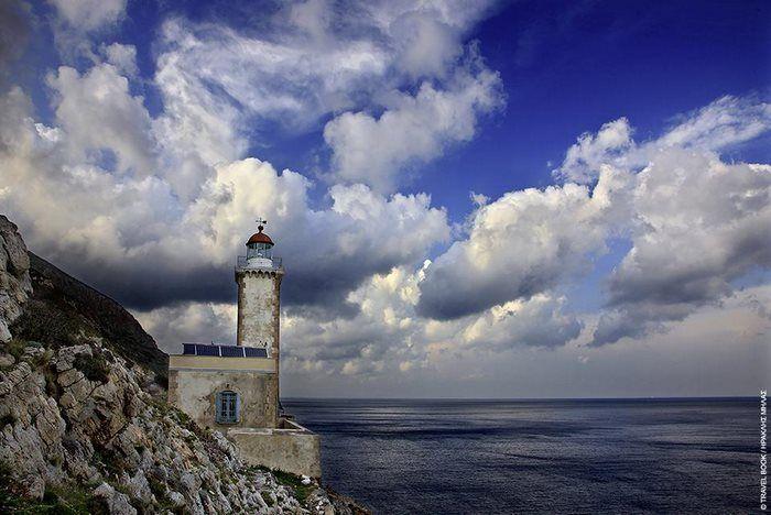 11 από τους ωραιότερους φάρους στην Ελλάδα. Σύμβολα ελπίδας και προστάτες των λιμανιών