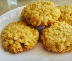 płatki jaglane + jajko + mąka kukurydziana + miód /daktyle/banan