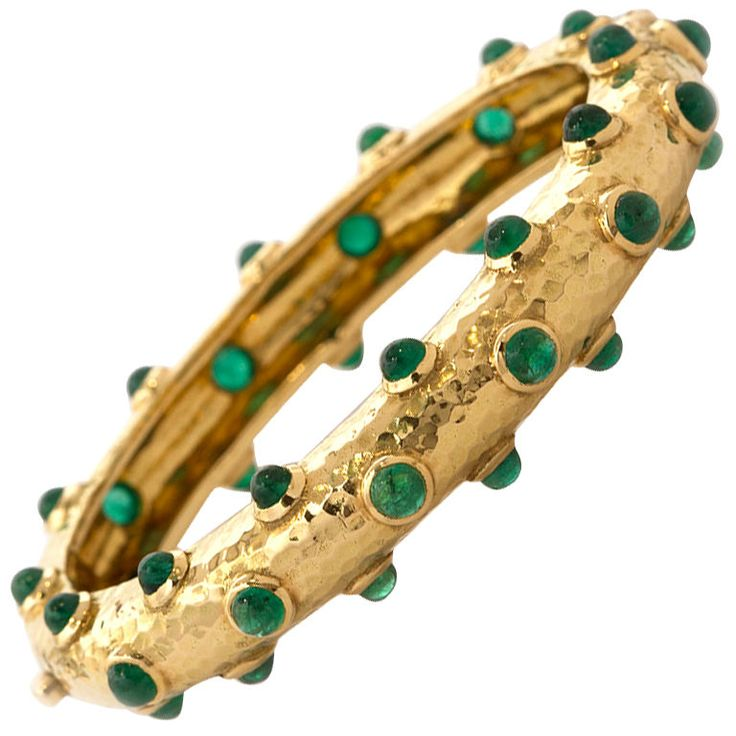 1stdibs | DAVID WEBB Gold & Cabochon Emerald Bangle