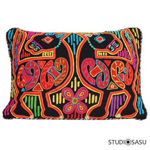 Een geweldige handmade vilten kussen van Only Natural, versierd met kleurig borduurwerk. Leuk te combineren op een kinderkamer of op de bank. www.studiosasushop.com