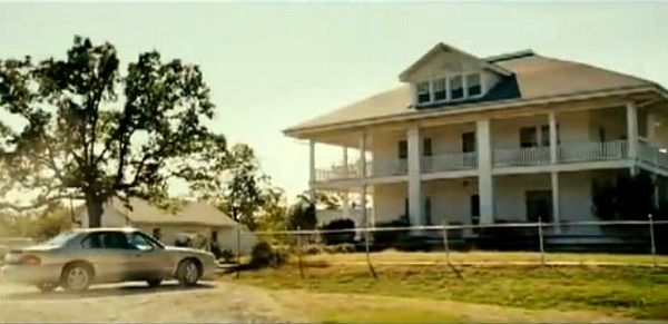 """The """"August: Osage County"""" Farmhouse in Oklahoma - The new Meryl Streep-Julia Roberts movie August: Osage County was filmed on location at this 100-year old farmhouse in Pawhuska, Oklahoma. It's standing empty and looking a little forlorn now, but I think the bones of it are beautiful (and a little haunting). Here's how it looked in the movie when Julia Roberts and Ewan McGregor first pull up to the house 12-30-2014"""