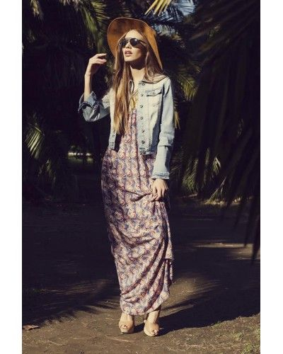 Boho Style *Maxi jurk in paisley print.  Gaaf en stoer denim jacket in Light Blue of Mid Blue  Style tip: supergave hoed
