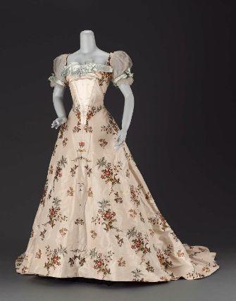 Jean-Philippe Worth, Silk Dress with Floral Design. Paris, c. 1902.