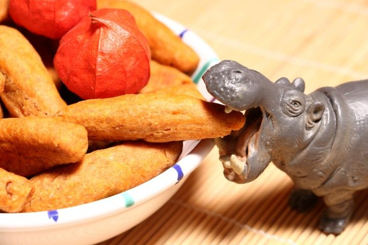 Baby led weaning Rezept für Süßkartoffel-Dinkelstangen für BLW-Anfänger. Knabbergebäck für Babys ab 6 Monaten. Perfektes Fingerfood für kleine Essanfänger