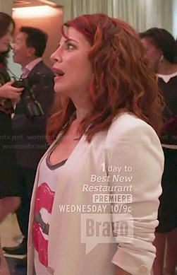 Jo's lips graphic tee on Girlfriends Guide to Divorce.  Outfit Details: https://wornontv.net/44428/ #GG2D