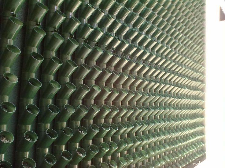 Sistemas de riego automatizados, tuberias, muros verdes