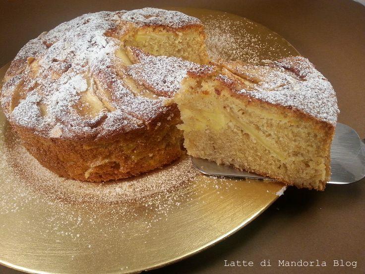 La torta di mele e e' un classico dolce che rappresenta per antonomasia la torta della nonna, il dolce che ricorda l'infanzia. La Torta di mele con farina di grano saraceno senza zucchero e uova e' gradevole da gustare a colazione, a merenda, all'ora del the o semplicemente come dopocena come dessert.