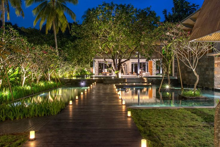 Lombok Hotel Photography - Katamaran Resort - view towards lobby at dusk