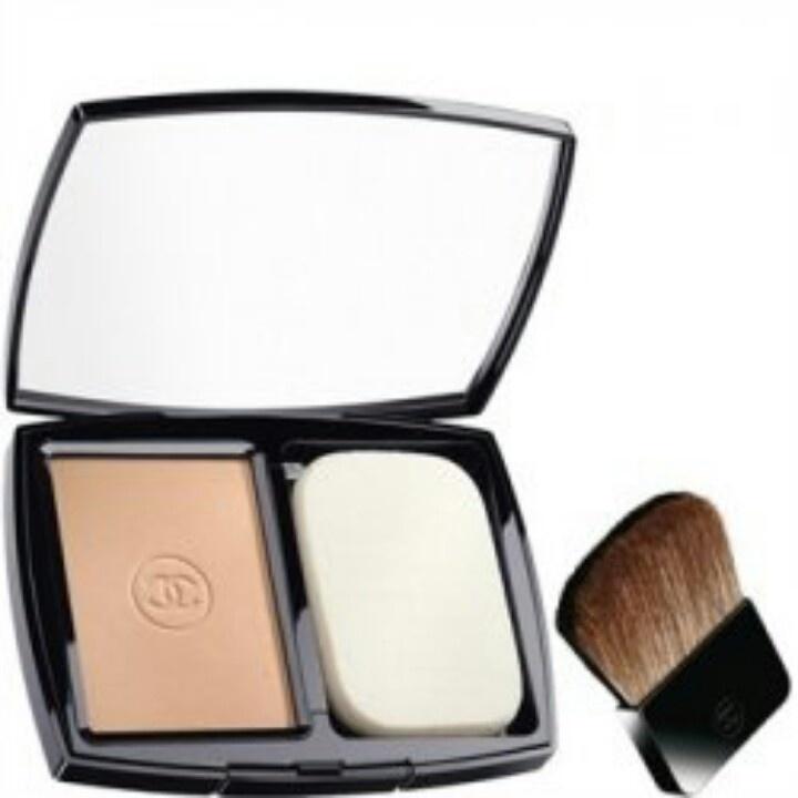 Chanel Vitalumiere Eclat Compact Beige BA 30 spf 10  Rp 765.000   Description  Dengan spon dan brush berbeda, Chanel Vitalumiere Eclat - Beige, compact powder tawarkan bedak yang nyaman di kulit dan berfungsi menerangkan. Dikeluarkan oleh perusahan terkenal dan memiliki merek. Compact powder ini bisa digunakan untuk segala kondisi dan acara.
