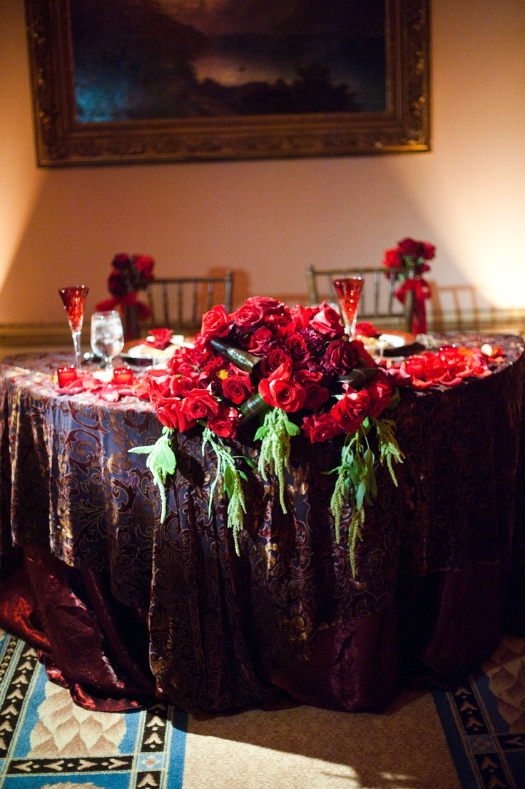 Sweetheart table but with burgundy cloth and