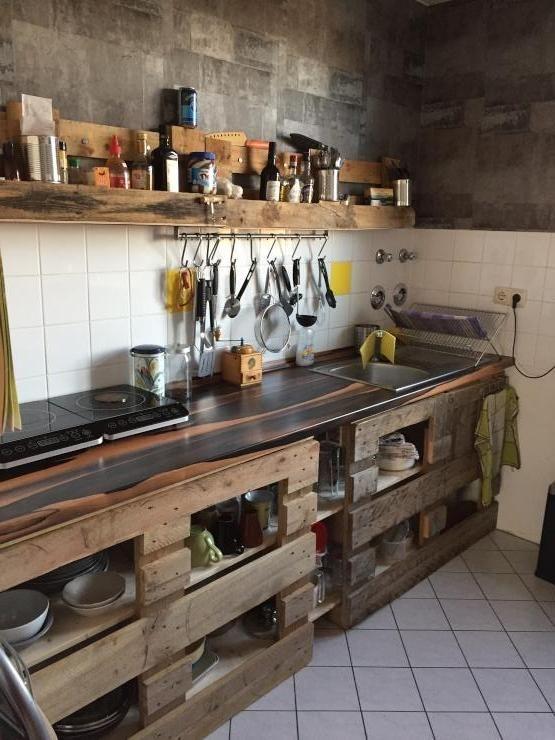 Europaletten als DIY Küchen-Idee. #diy #kitchenorganization #kitchenideas #küche #europaletten