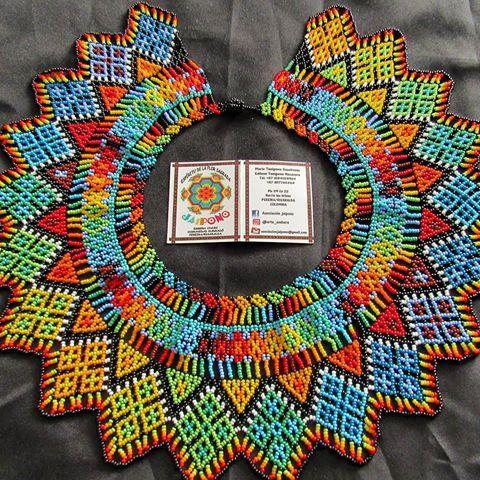Okama trebol   Pensamiento ancestral   Hecho a mano  %   @arte_embera   #cultura   #colores   #mostacilla
