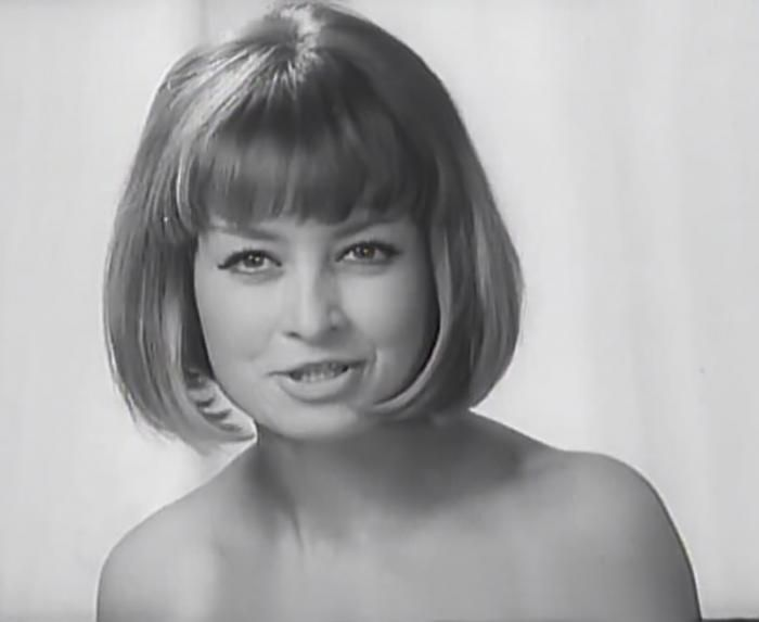 Magdalena Zawadzka – Polish actress. A graduate of the Theatre Academy in Warsaw (1966). She made her debut at age 18 in the film of John Rybkowski Fri. Meeting in Fable (1962). In 1966 she starred in the comedy Baked stuffed cabbage alongside Krzysztof Litwin and in the same year in the musical comedy The Big Hit with George Turk. Famous for its role in the movie Basia Michael Pan Michael and TV series The Adventures of Mr. Michael (1969).