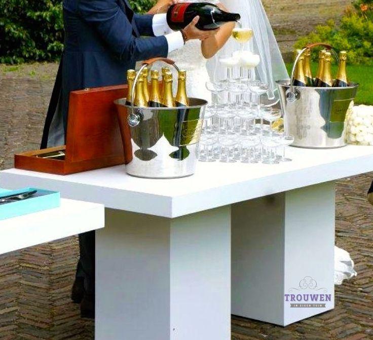 www.trouwenineigentuin.nl Champagne toren.