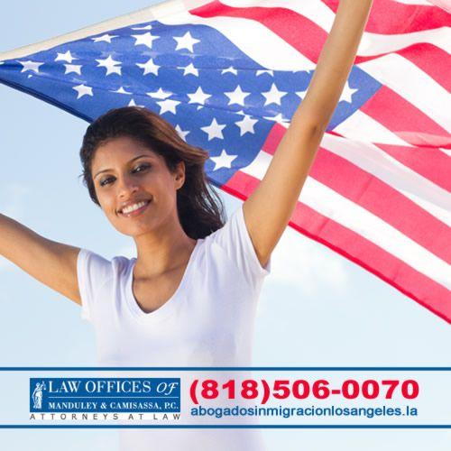 ¿Quiere dejar de preocuparse por estar renovando su residencia permanente cada diez años? ¿Quiere ayudar a algún miembro de su familia a inmigrar a Estados Unidos? ¿Quiere votar en las próximas elecciones? ¿Quiere pasar temporadas largas o vivir fuera de Estados Unidos? ¡Entonces hágase ciudadano! ¡ENTONCES HÁGASE CIUDADANO!  #abogadosinmigracionla #immigration #losangelesca