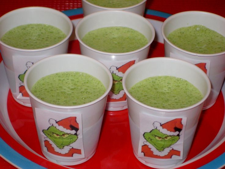Grinch smoothies made with spinach and bananas for a school holiday party. #KidsCookMonday school-bites.com