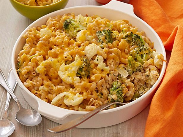 Broccoli and Cauliflower Gratin Mac n Cheese : Rachael Ray -- want to try with Greek yogurt instead of sour cream