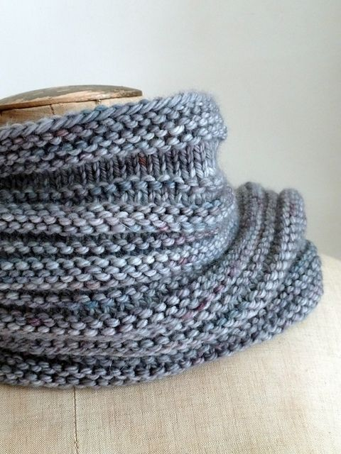 Simple Knit Cowl Pattern : Best 25+ Knitted cowls ideas on Pinterest Knitted cowl patterns, Knit cowl ...