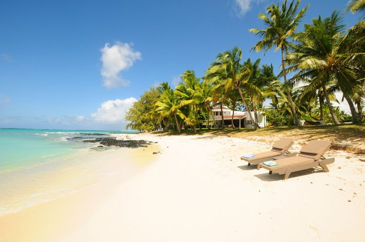 Villa Eva is located in the east of Mauritius on a quiet and almost private beach, ideal for long walks, one of the most beautiful beaches with many luxury villas. The hotels, the One and Only Sain...