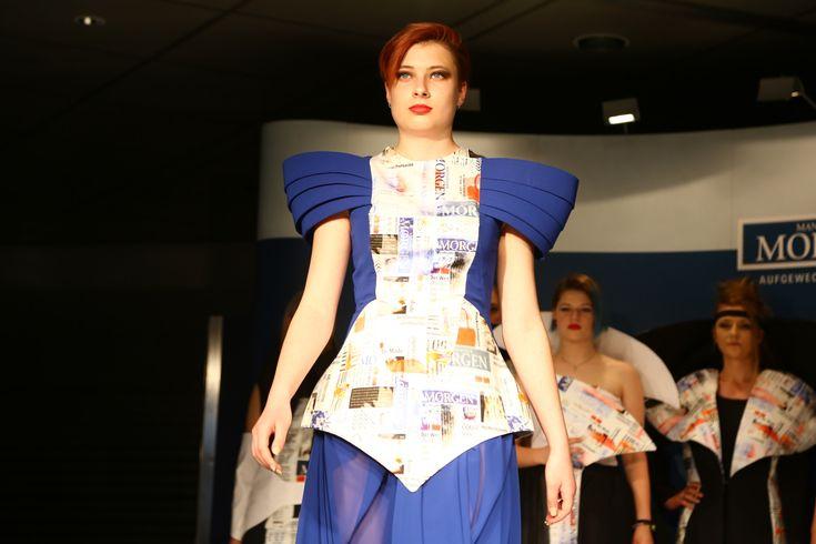 """Schülerinnen der Modeschule Kehrer Mannheim auf dem Laufsteg bei der Veranstaltung """"Fashion²"""" des Mannheimer Morgen am 19.05.2015. Produktion in Deutschland."""