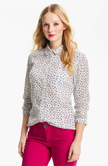 Shop our range of women's work shirts with everything from printed work blouses, basic everyday tops to simple but essential slogan tee's. Add a smart twist to your off-duty style and go for a simple white blouse with high waisted trousers and strappy heels for a look that will impress in the boardroom.