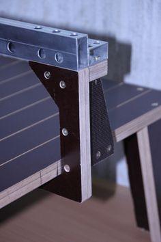 Ich habe die Nachweihnachtszeit genutzt, um für meine neue Stichsäge einen Tisch zu bauen. Hmm, warum einen Tisch? Das ist ganz einfach, Stichsägen sind wie Studenten, das Sägeblatt folgt dem Weg d…
