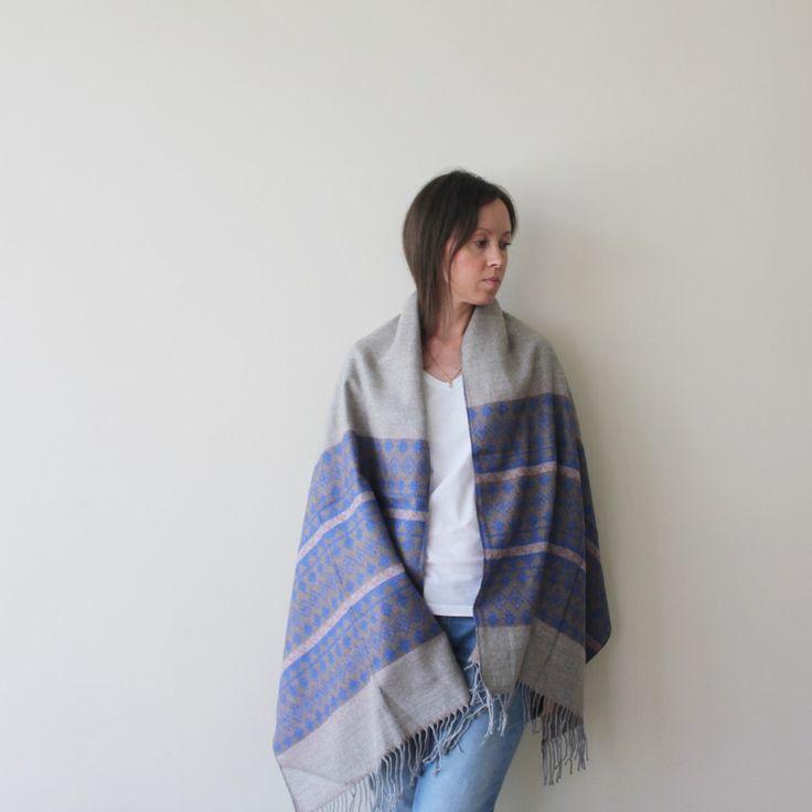 Beautiful blanket scarf.)