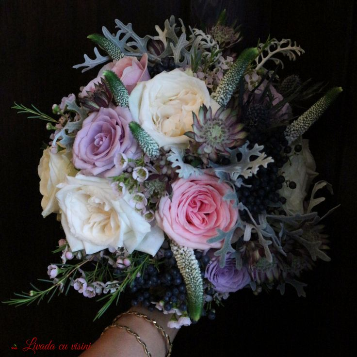 #silver #touch #romantic #wedding #bride #bouquet #madewithlove #madewithjoy #livadacuvisini #paulamoldovan #davidaustin #special #roses #davidaustinroses #scent #scentoftheday #scentofthemoment #scentofawomen #idoflowers #weddingflowers #flowers #florinunta #bucuresti #floral #design #floraldesign