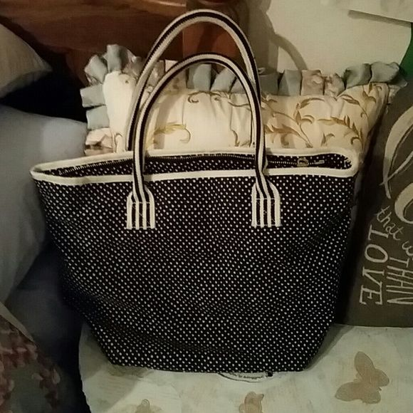 Cute American Eagle Handbag! Like New ! Very cute perfect for a day at the beach or casual hand bag. Very good condition  (: American Eagle Outfitters Bags