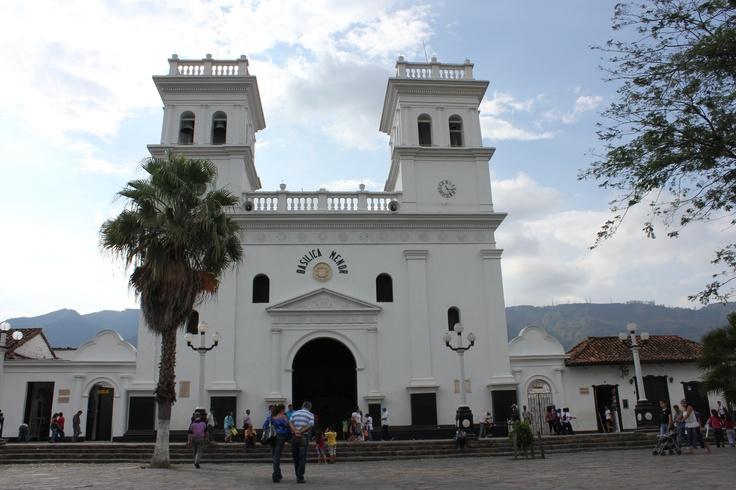 Basílica Menor del Señor de los milagros de Girón.
