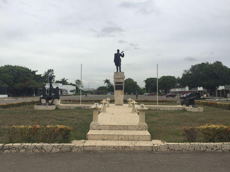 Busto al Almirante José Prudencio Padilla. En la Escuela Naval Almirante Padilla (ENAP) de la Armada Nacional de Colombia.