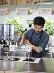 話題沸騰! ブルーボトルコーヒー「中目黒カフェ」が...