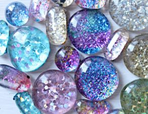 Homemade holiday #gifts kids can make: Glitter Magnets