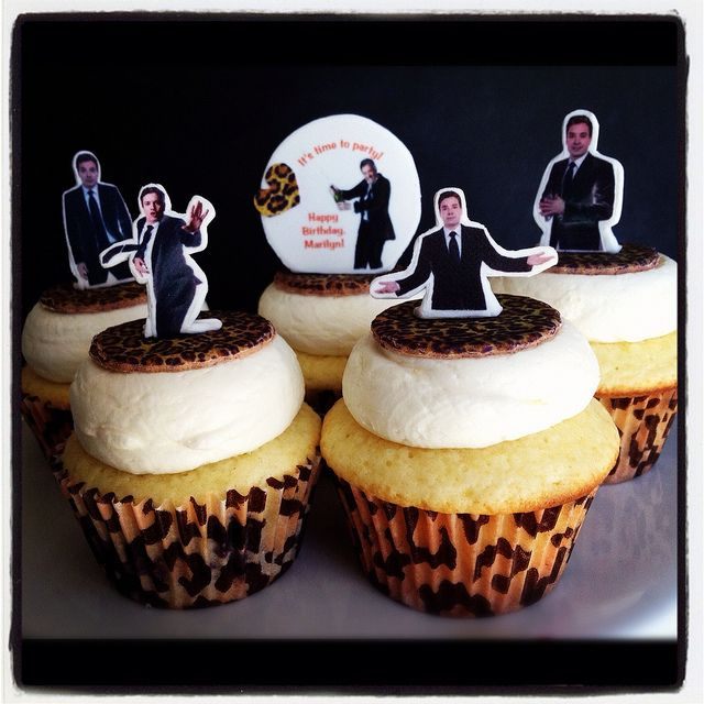 Oh my goodness. Friends take note-- Jimmy Fallon Cupcakes Make It Say My Name