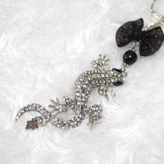 Collier sautoir mi-long salamandre/lézard strass