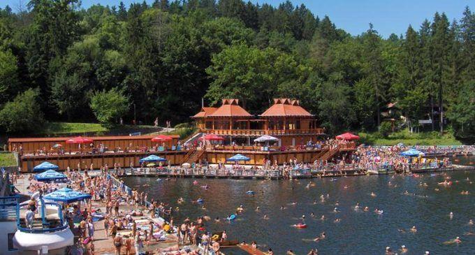 Cel mai mare lac helioterm din lume se află în Transilvania. Lacul deține 3 recorduri mondiale