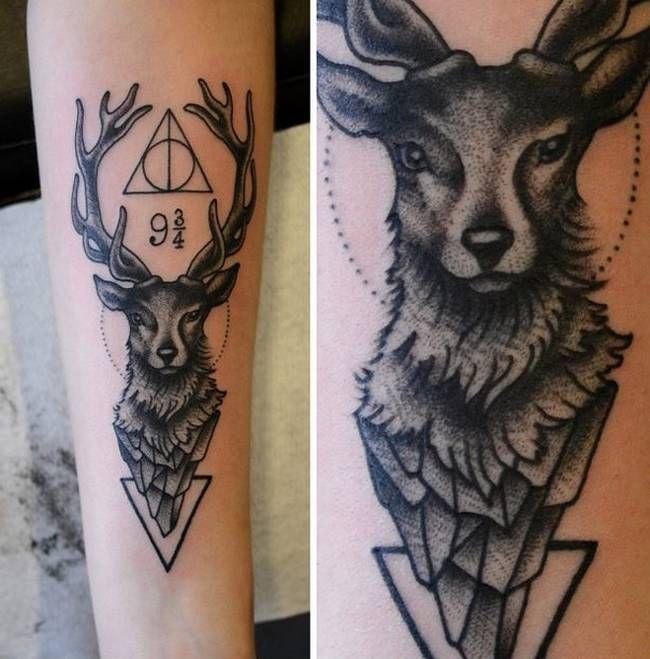 Livros podem ser grandes companheiros e essas tatuagens são perfeitas para aqueles que querem se lembrar para sempre de uma história marcante.