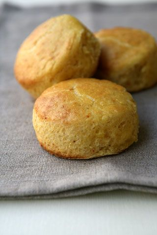 Parmesan scones_Scones con parmigiano, farina di mais e peperoncino _ cavoletto