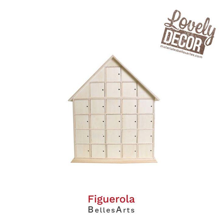 Casa de madera para crear un bonito calendario de adviento personalizado.