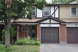Spacious 4 Bdrm Townhome At Kennedy/Ellesmere