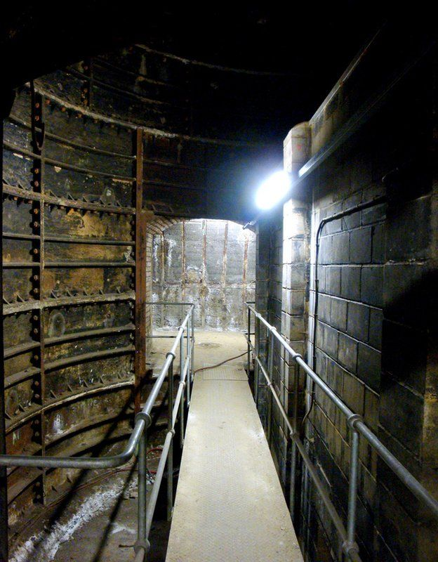 Tunnel - abandoned Aldwych tube station